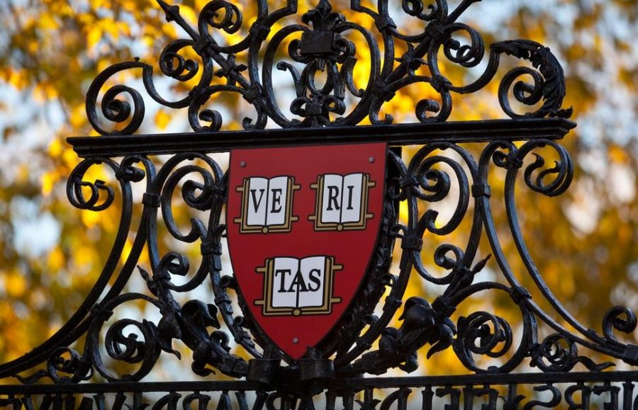 The+renown+gates+of+Harvard+University+bearing+the+school%27s+official+seal.+