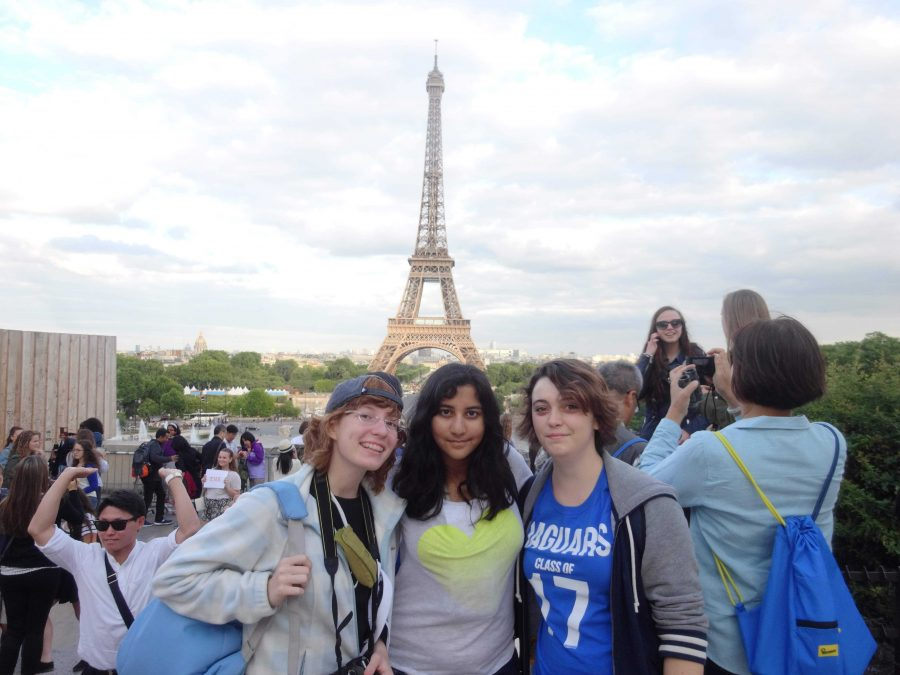 (L-R) Communications juniors Brianna Steidle, Uma Raja and Samantha Marshall stand in front of the Eiffel Tower.