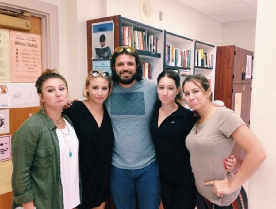 Donovan Ortega (pictured in middle) poses with his creative writing students, communications seniors Nyna Von Eps, (L-R) Emma Sue Harris, Sara Araoz, and Cassandra Adair on Sept. 30.