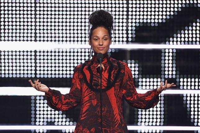 "Alicia Keys recites a poem for the 53rd anniversary of MLK's ""I Have a Dream Speech"" before revealing who the winner for ""Best Male Video"" was."