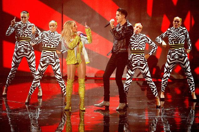 "Britney Spears and G-Eazy perform ""Make Me."" This is Spears' first VMAs performance since 2007."