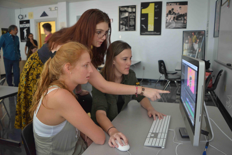 [L-R] Digital Media junior Vanessa Ritota and communications juniors Gina Givens and MLE Dejaco edit a film project.