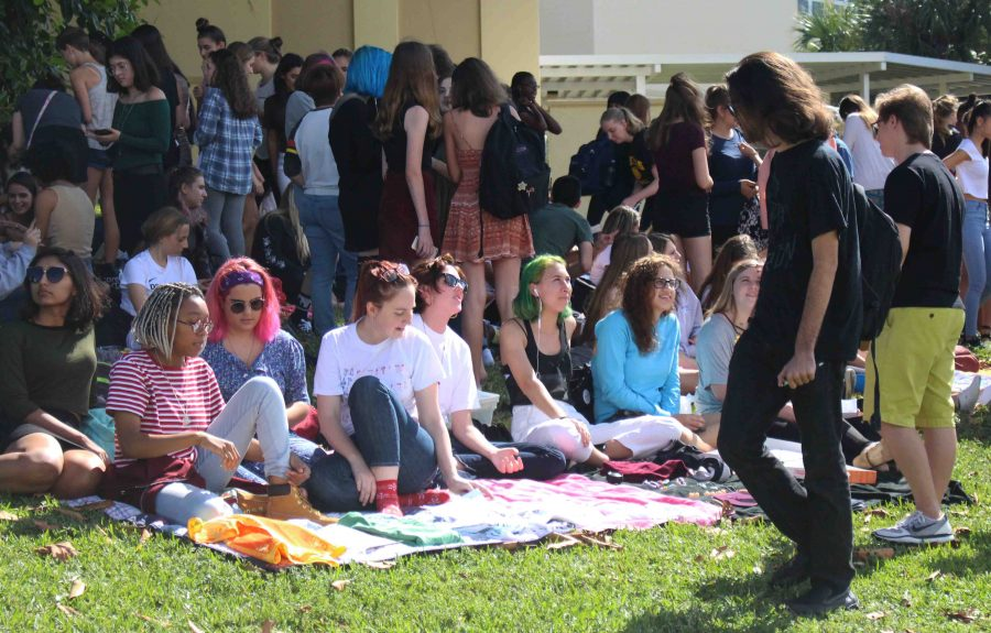 Students gather for the first art sale of the year during lunch on Freshman Hill.