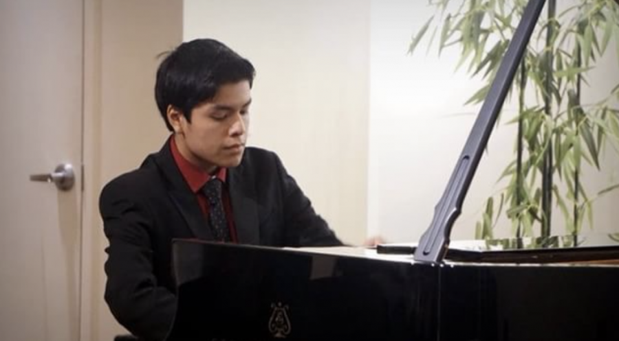 Piano+junior+Giancarlo+Llerena+performs+his+audition+piece%2C+%E2%80%9CBeethoven+Piano+Concerto+No.+2%2C%E2%80%9D+for+judges+at+the+Greater+Miami+Youth+Symphony+Concerto+Competition.+%E2%80%9C%5BThe+audition%5D+was+the+day+of+the+Impromptu+concert+%5Bat+Dreyfoos%5D%2C+so+I+had+to+leave+school+early+and+go+all+the+way+to+South+Miami%2C%E2%80%9D+Llerena+said.+Later+that+month%2C+Llerena+learned+that+he+had+won+first+place+in+the+competition.+