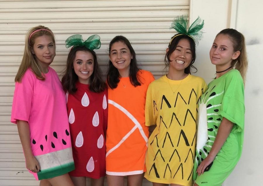Communications+junior+Faith+Tirtarahardja+dresses+as+a+pineapple+to+fit+her+group%E2%80%99s+theme+of+DIY+fruits+during+Halloween+2017.+