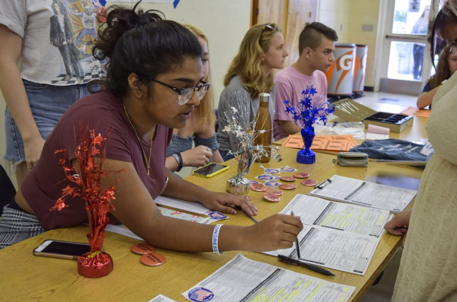 Communications senior Kavyasree Chigurupati instructs a student registering to vote on Oct. 5 as part of a week-long initiative by Students Against Gun Violence to advocate for gun reform.