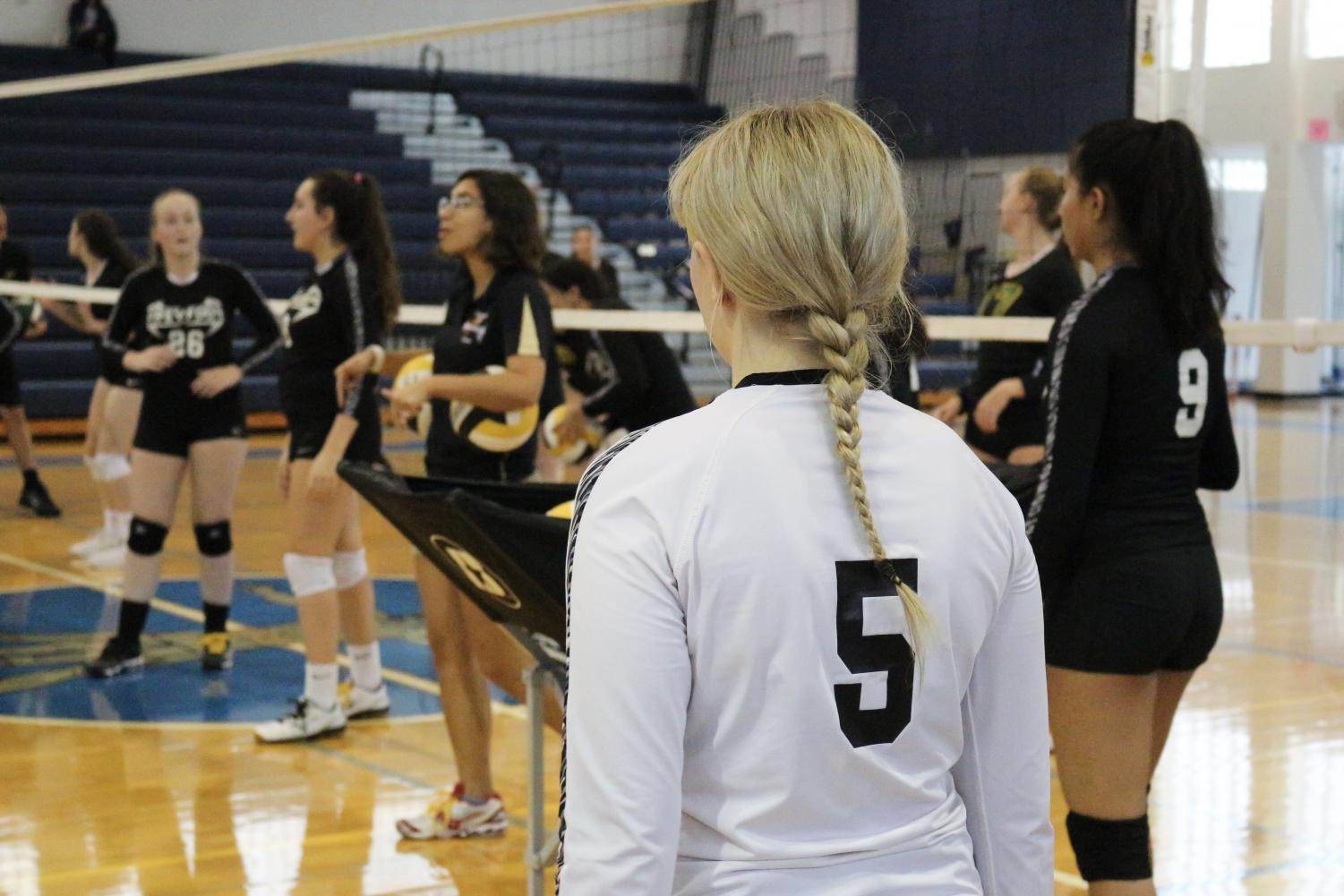 GIRLS VOLLEYBALL TEAM SAYS GOODBYE TO DEPARTING SENIORS