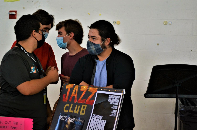 Students+Rush+to+Club+Rush